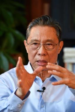 Academicianul Zhong Nanshan (Desktop tapet 4)